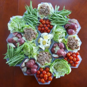 settlers-salad-nicoise_sq-27f9e9683b62f6ca101bc0588e72a1c41fce9eec-s40-c85