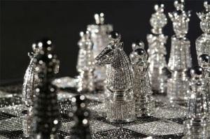 The+Royal+Gold+&+Diamond+Chess+Set+-+Close+Up