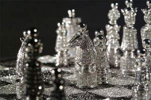 The+Royal+Gold+&+Diamond+Chess+Set+-+Close+Up