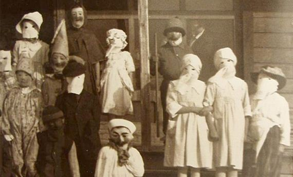 06-creepy_vintage_halloween_costumes